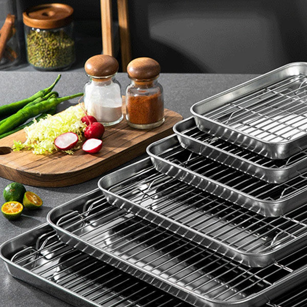 BAKING SHEETS AND TRAYS